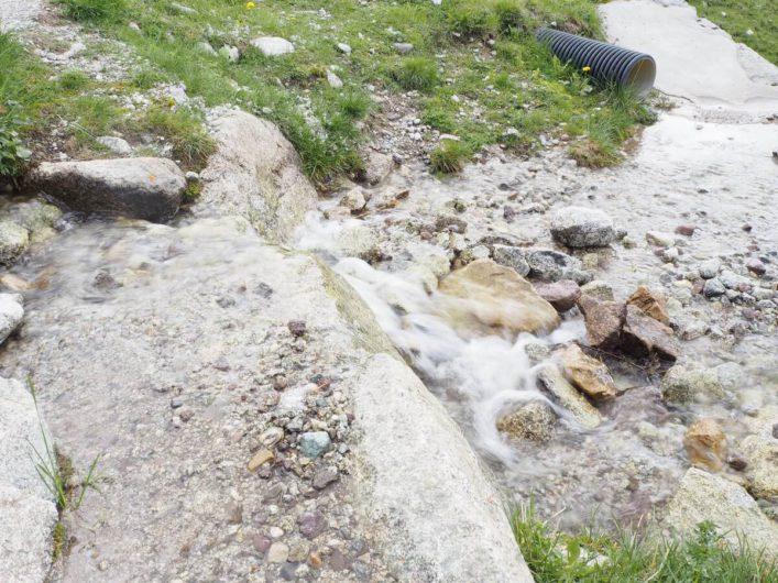 plätschernder Wasserlauf auf Meran 2000