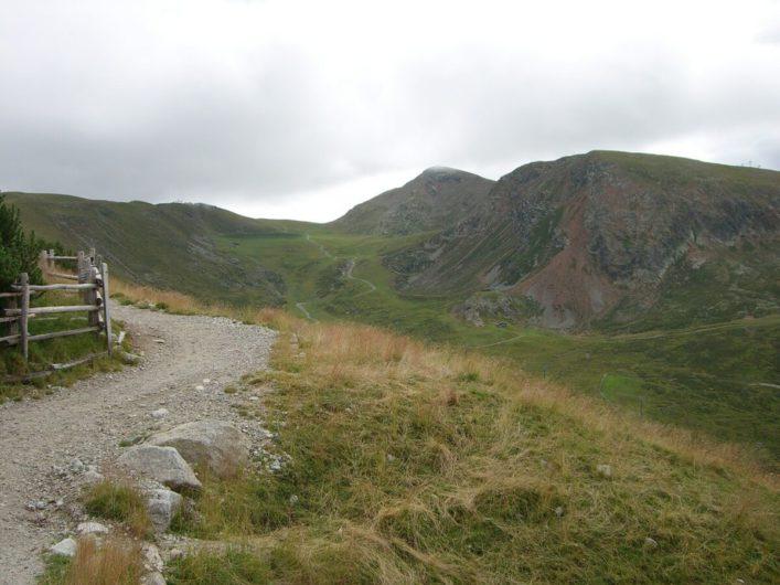 Wanderweg 3 Richtung Missensteiner Jöchl auf Meran 2000