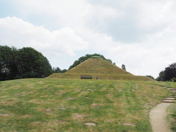 Erdpyramide im Park Branitz in Cottbus