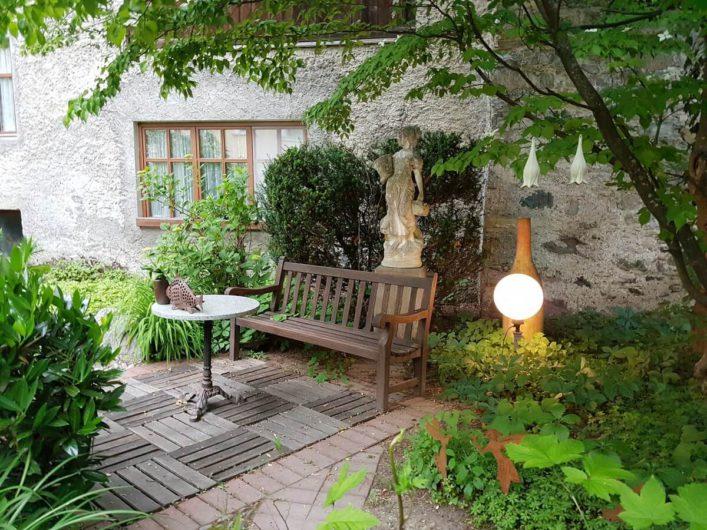 gemütliche Ecke im Garten des Landhauses Sonnleitner in Mauthen im Gailtal