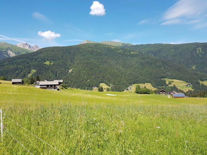 Blick auf den Peintnerhof im Lesachtal in Kärnten