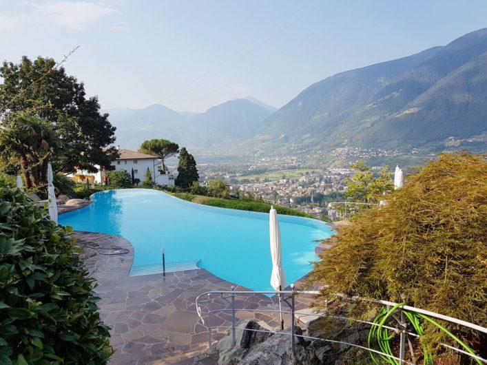 Außenpool im Wellnesshotel Sonnbichl in Dorf Tirol