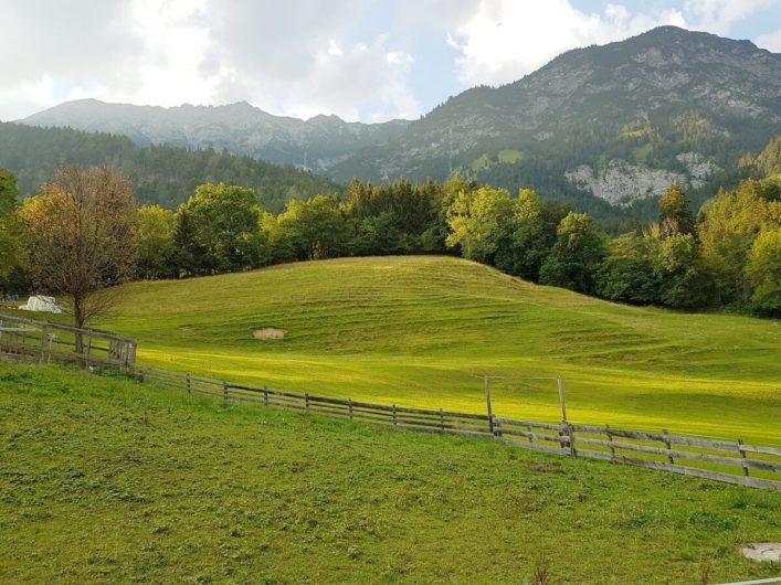 Blick auf das Karwendel beim Spaziergang zum Romediwirt in Thaur