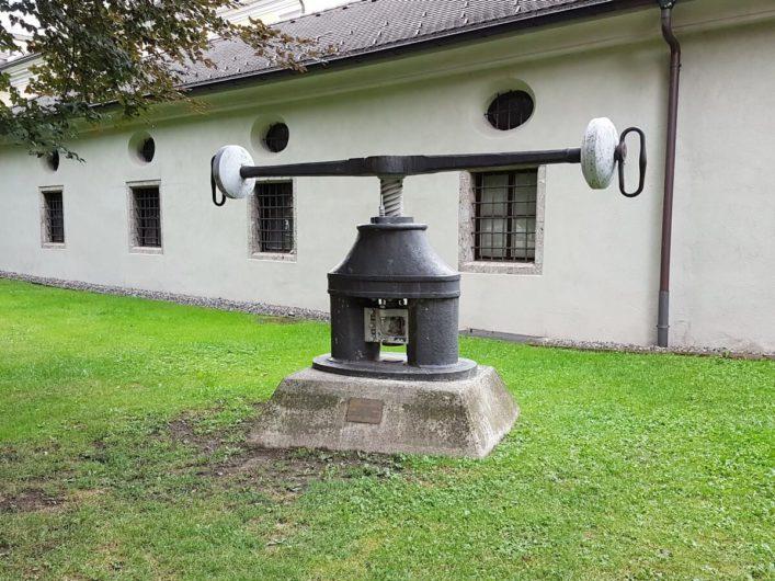 Münzpresse vor der Münze Hall