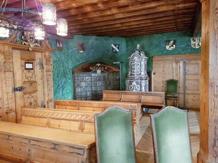 im Ratssaal des Rathauses in Hall in Tirol