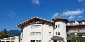 Eingangsbereich des Hotel Sonnbichl in Dorf Tirol