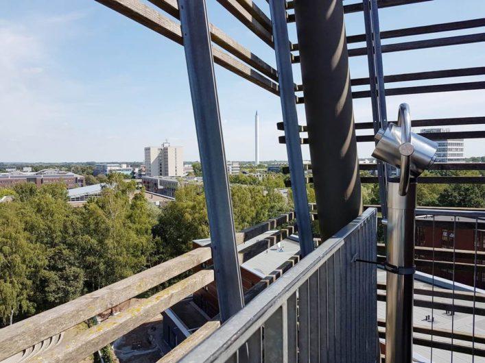 Blick vom Turm der Lüfte im Universum Bremen Richtung Fallturm