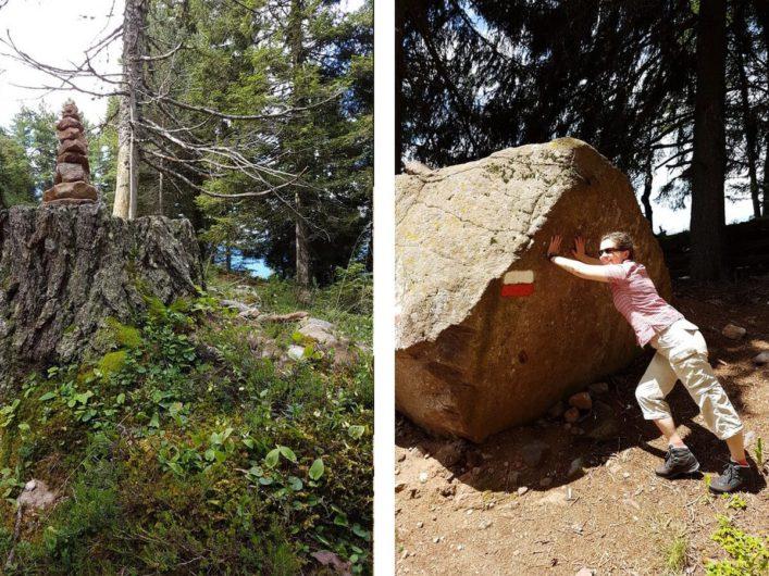 Steinpyramiden und ein riesiger Steinblock am Wegesrand