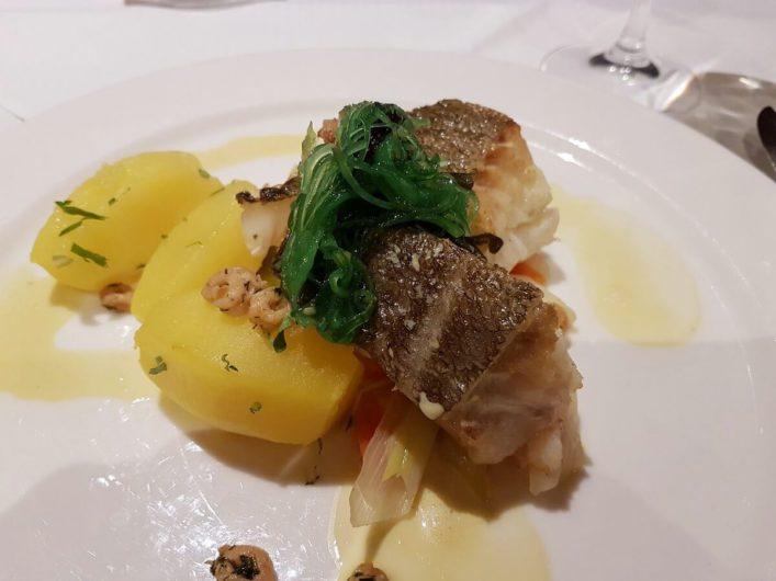 Dorsch mit Kartoffeln und Algen zum Hauptgang im Restaurant Genusshafen