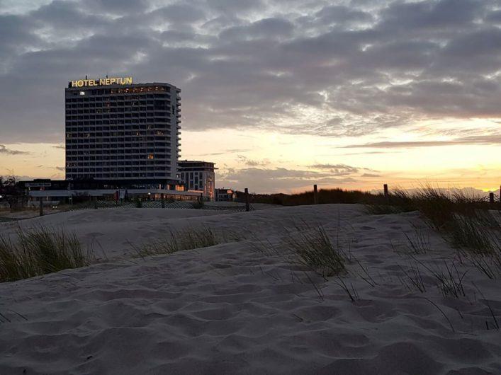 Hotel Neptun in Warnemünde im Sonnenuntergang