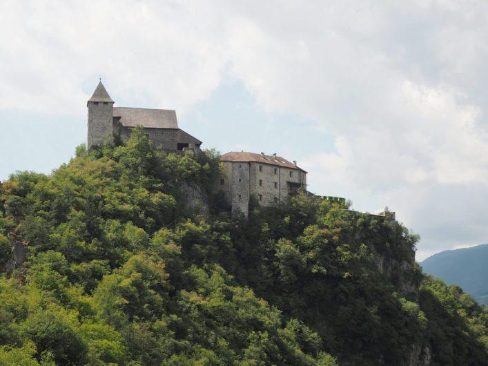 Blick auf das Kloster Säben bei Klausen im Eisacktal