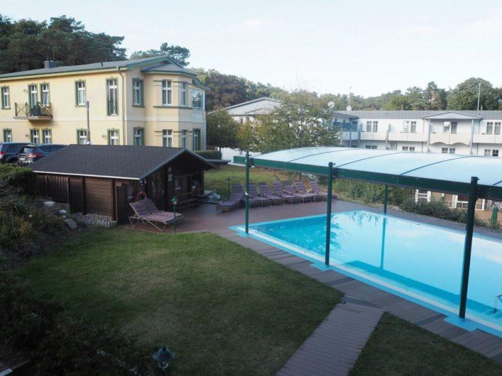 Pool und Außensauna der Villen im Park Bansin