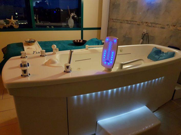Thalasso-Wanne im Wellness-Bereich des Hotel Neptun
