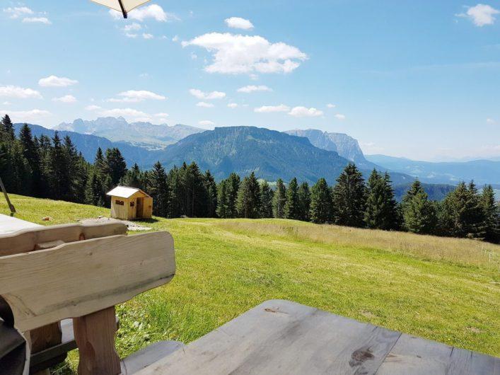 Blick Richtung Dolomiten von der Wiese vor der Ramitzler Schwaige
