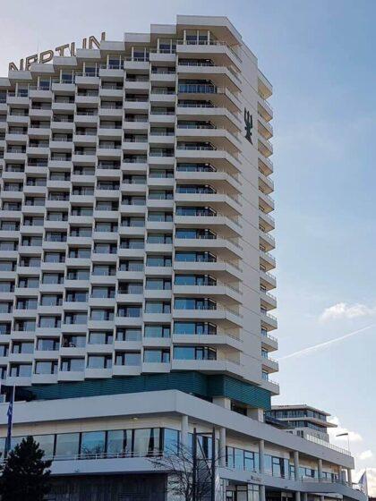 Blick auf das Hotel Neptun in Warnemünde