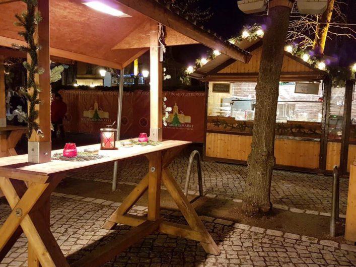 Getränkestand auf dem Weihnachtsmarkt am Schloss Charlottenburg