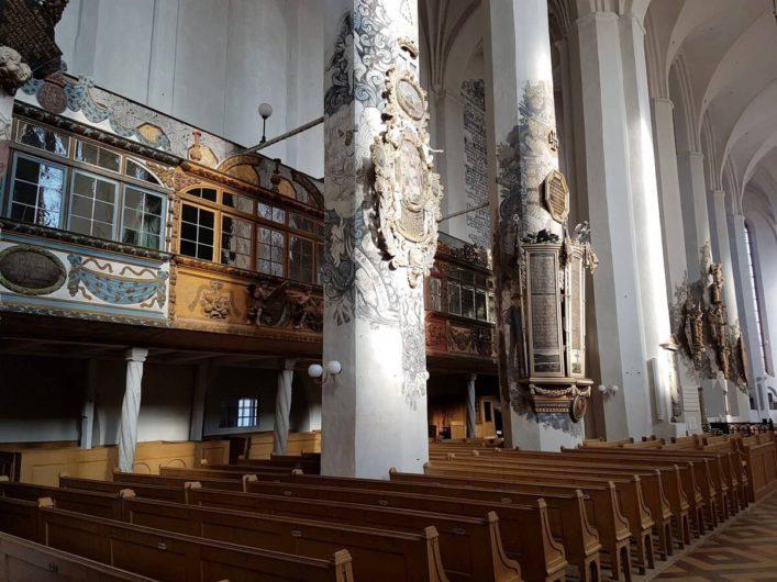 verglaste Kaufmannslogen in der Nikolaikirche Luckau