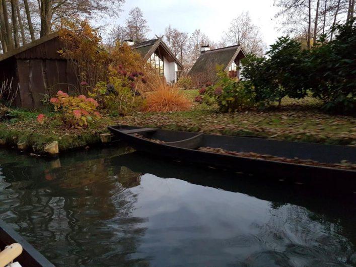 Kahn auf einem Fließ im Spreewald
