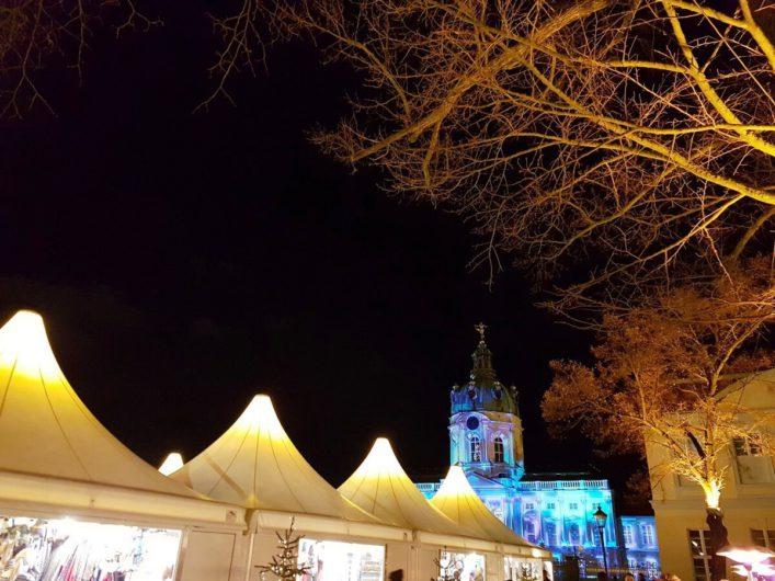 Pagodenzelt auf dem Weihnachtsmarkt Schloss Charlottenburg