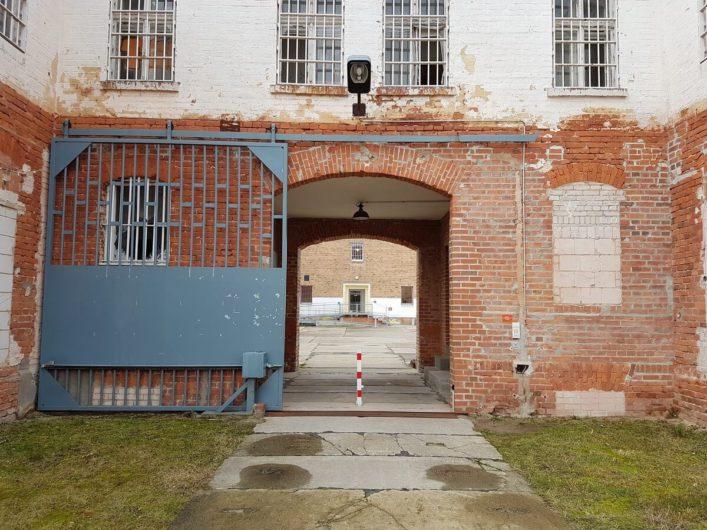 Einfahrt in das ehemalige Zuchthaus Cottbus