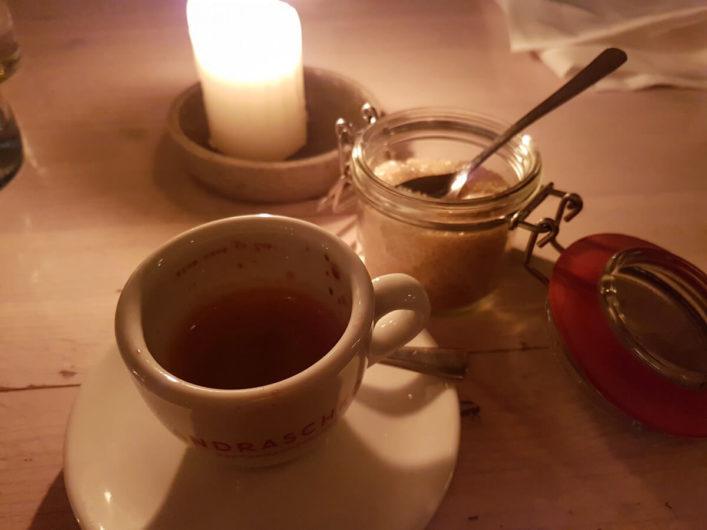 Espresso im Restaurant Fleischerei in Berlin