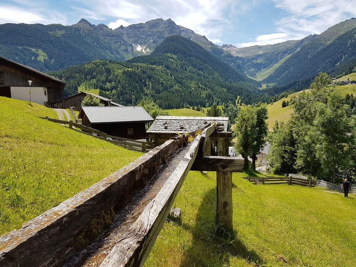 hölzerne Wasserzuleitung in Maria Luggau in Kärnten