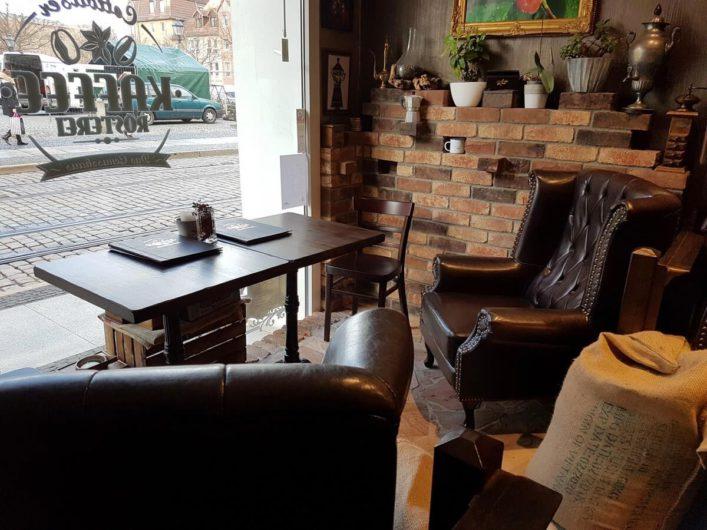 gemütliche Sitzgruppe in der Cottbuser Kaffeerösterei
