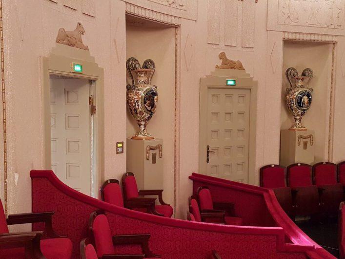 Vasen auf dem 1. Rang im Staatstheater Cottbus