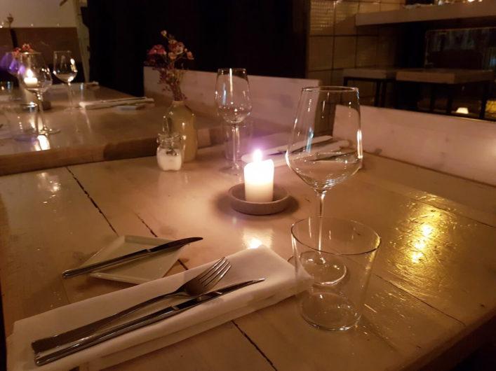 gedeckte Tische im Restaurant Fleischerei in Berlin