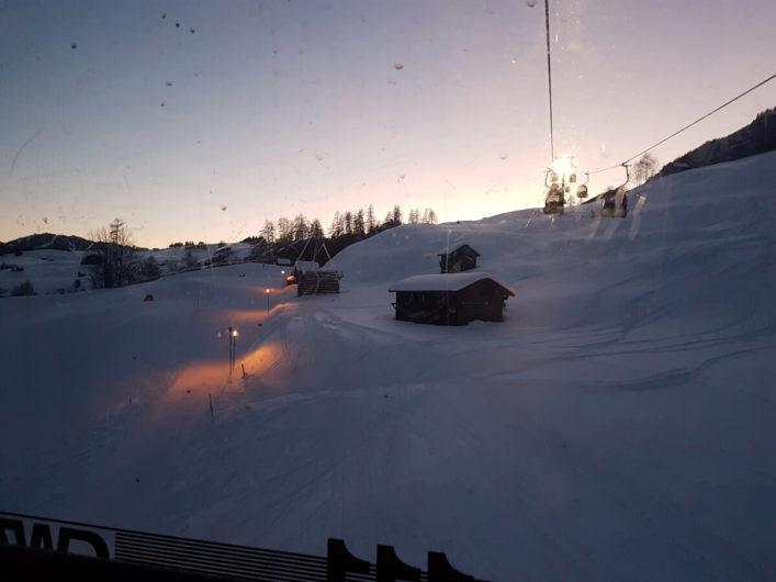 Abendstimmung über Ladis beim Blick aus der Gondel der Sonnenbahn