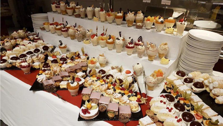 Desserts auf dem Genussbuffet im Bergrestaurant Möseralm