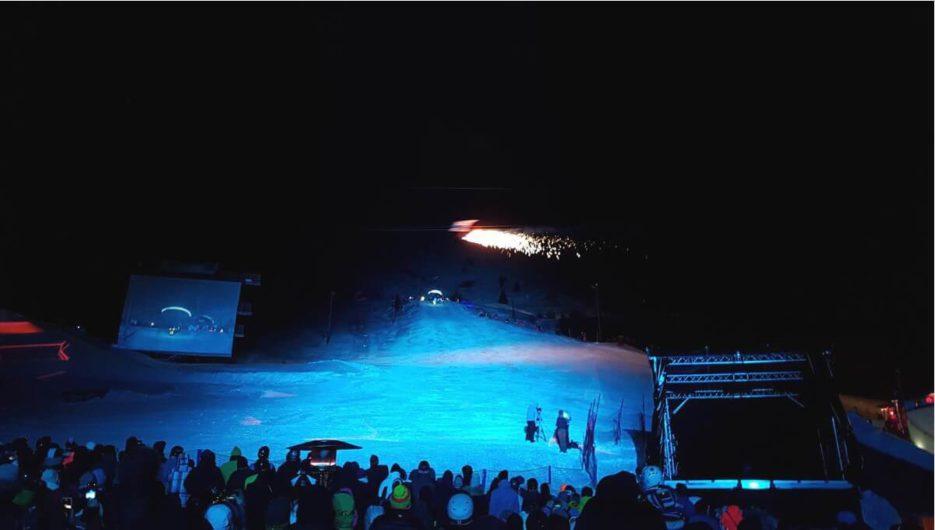Fisser Flieger mit Feuerwerk beim Nightflow