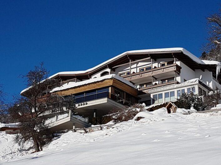 Blick auf das Hotel garni Tirol in Ladis