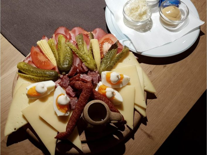 Jausenbrett zum Abendsnack im Hotel Tirol in Ladis