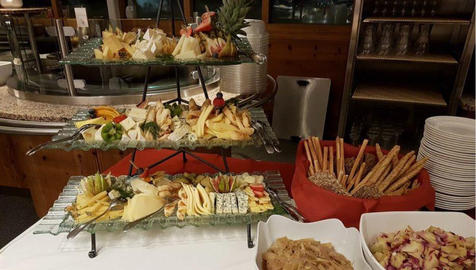 Käseauswahl auf dem Genussbuffet im Bergrestaurant Möseralm