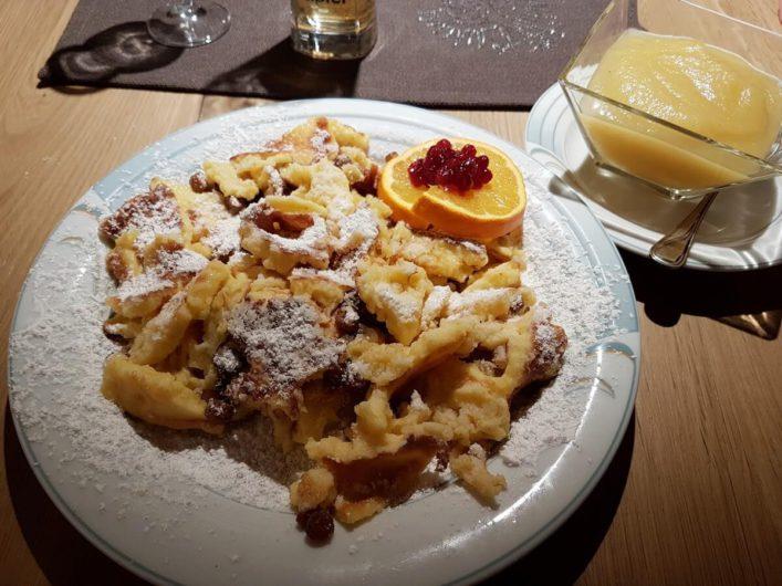 Kaiserschmarrn mit Apfelmus im Hotel Tirol