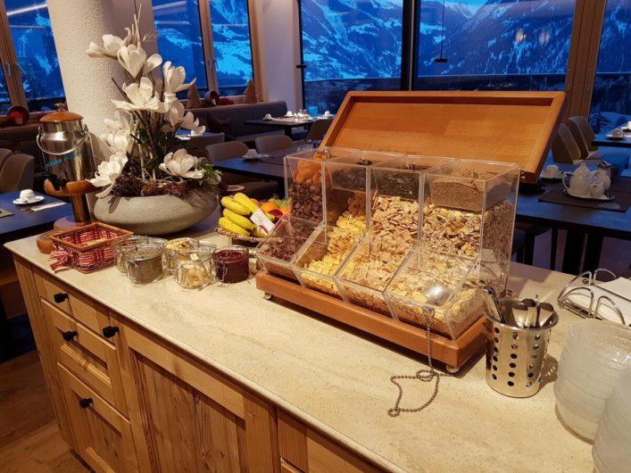 Müsliecke beim Frühstücksbuffet im Hotel Tirol