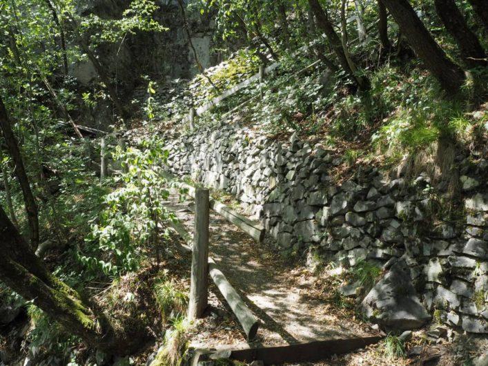 steiler Abstieg vom Kloster Säben nach Klausen