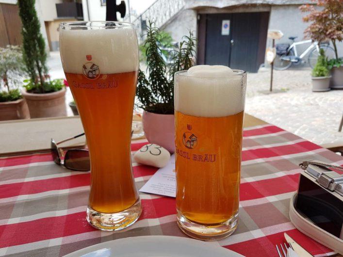 zwei frische Biere von Gassl Bräu in Klausen
