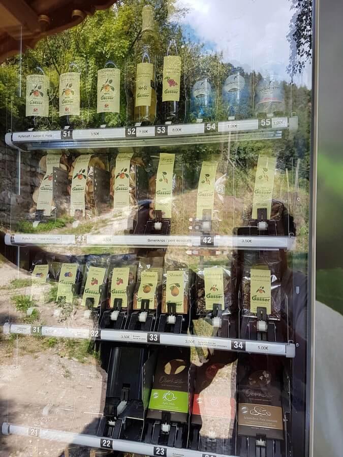 Verkaufsbox mit Südtiroler Produkten