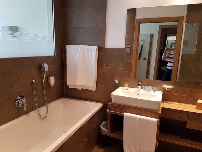 Bad im Doppelzimmer Alpin vom Hotel Gnollhof