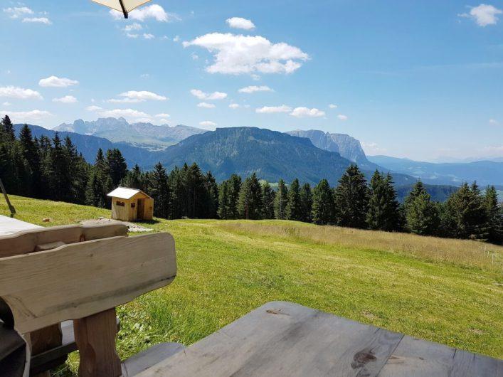 vor der Ramitzler Schwaige mit Blick Richtung Dolomiten