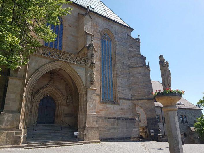 im Außenbereich des Dom St. Marien