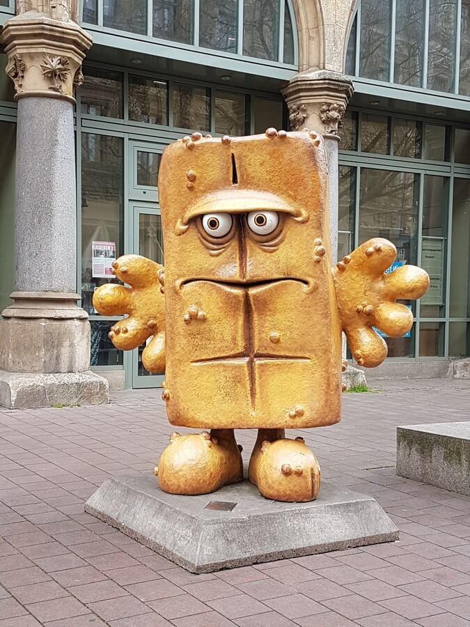 Bernd das Brot vor dem Rathaus in Erfurt