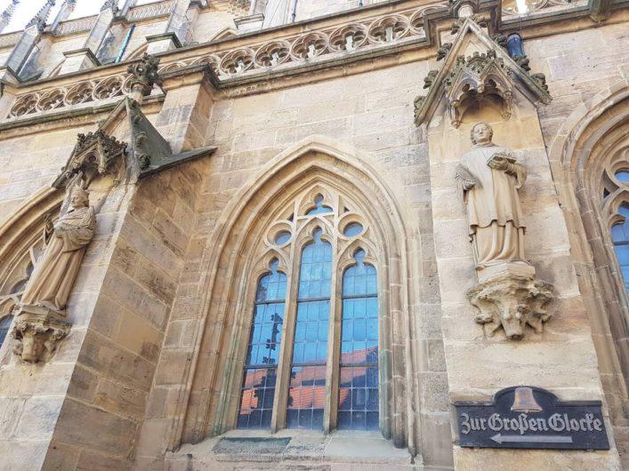 Wegweiser zur Glocke Gloriosa am Erfurter Dom