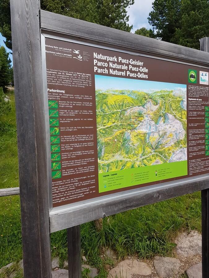 Informationsschild zum Naturpark Puez-Geisler