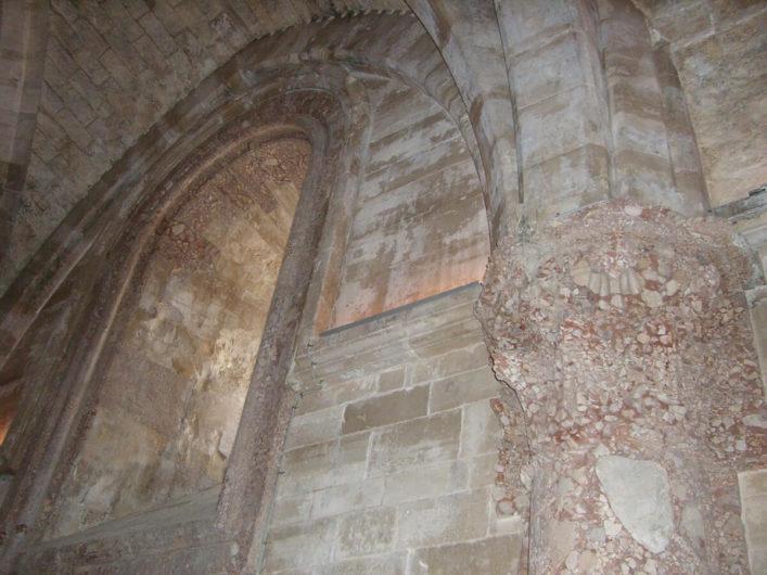 Innenansicht eines Raumes im Castel del Monte