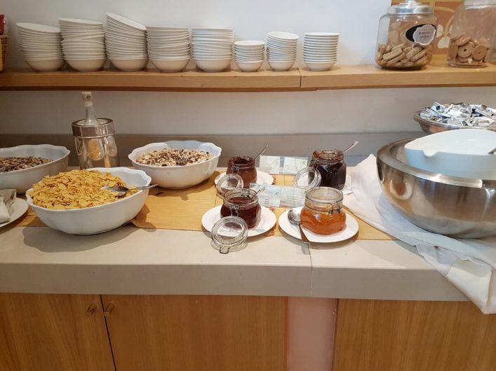 Müsli und Marmelade auf dem Frühstücksbuffet der Tenuta Moreno