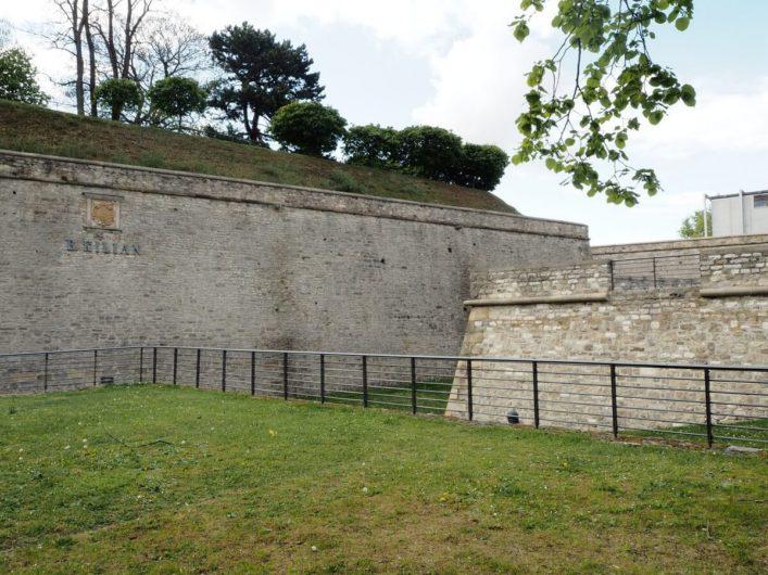 Mauerwerk der Zitadelle Petersberg