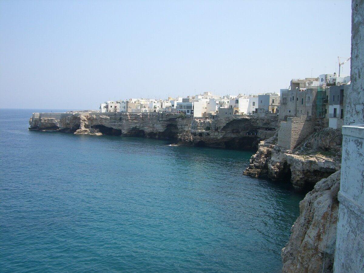 Blick auf die Küste in Polignano a Mare